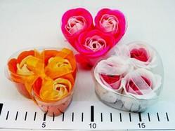Набор мыльных лепестков Сердце из трех роз