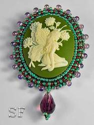 Брошь-камея Фея бабочка на зеленом